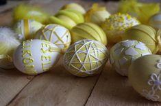Žlutá velikonoční vajíčka - Nechte se inspirovat dalšími velikonočními vajíčky. Tyto, v žlutých barvách, byli ozdobeny různými technikami.  ( DIY, Hobby, Crafts, Homemade, Handmade, Creative, Ideas, Handy hands) Easter, Diy, Crafts, Manualidades, Bricolage, Easter Activities, Do It Yourself, Handmade Crafts, Craft
