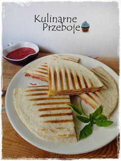 Quesadilla (tortilla) z salami i serem - KulinarnePrzeboje. Quesadilla, Pierogi, Pizza, Bread, Impreza, Cos, Recipes, Gastronomia, Chef Recipes