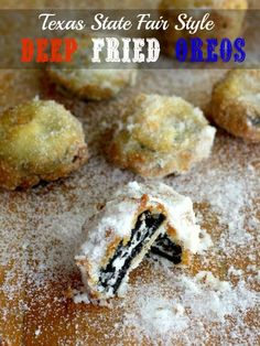 Fried Oreos Just Like the State Fair Deep fried Oreos are easy to make and better than the State Fair! Deep fried Oreos are easy to make and better than the State Fair! Deep Fried Desserts, Deep Fried Oreos, Easy Desserts, Delicious Desserts, Dessert Recipes, Oreo Desserts, Potluck Recipes, Family Recipes, Chocolate Desserts
