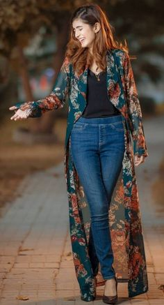 Womens fashion outfits casual jeans black tops New ideas Indian Fashion Dresses, Indian Designer Outfits, Hijab Fashion, Designer Dresses, Fashion Outfits, Kimono Fashion, Indian Gowns, Jeans Fashion, Fashion Clothes