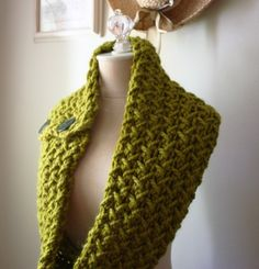 im going to try and make this when i get home! i just have to remember bigger needles and the buttons from my sweater!!