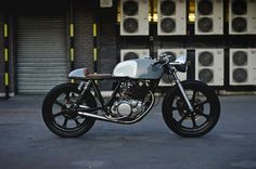 Yamaha SR500 Cafe Racer Type 2 by Auto Fabrica #motorcycles #caferacer #motos | caferacerpasion.com