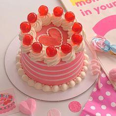 Pretty Birthday Cakes, Pretty Cakes, Korean Cake, Kawaii Dessert, Cute Desserts, Just Cakes, Sweet Cakes, Cute Food, Mini Cakes