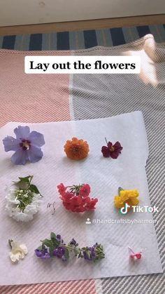 Diy Resin Art, Diy Resin Crafts, Fun Diy Crafts, Paper Crafts, Pressing Flowers, Flower Crafts, Resin Jewelry, Selling Jewelry, Jewelry Shop