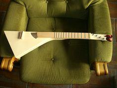 Home-made left-handed ukulele. Left Handed Ukulele, Mountain Dulcimer, Cool Ukulele, Hammered Dulcimer, Homemade Instruments, Guitar Neck, Cigar Box Guitar, Guitar Strings, Custom Guitars