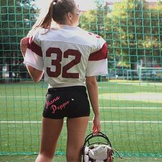 September & new hobbies 🍁🏈🌞 #addsomepink  #showlovewearattitude  #americanfootball #bootyshot #ethicalgifts #finnishgirl  #handprinted #pimppaameitsinpylly  #pimpmybooty #blonde