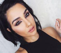 How to Wear the Reverse Cat Eye Makeup Trend  #makeup #eyemakeup #eyeliner