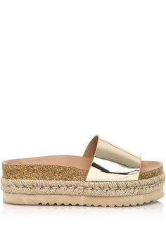 Když je venku teplo, sáhněte po pantoflích. Bojíte se, že v nich nebudete působit dost stylově? Pak se mrkněte na tyto pantofle od španělské značky... Espadrilles, Sandals, Shoes, Fashion, Espadrilles Outfit, Moda, Shoes Sandals, Zapatos, Shoes Outlet
