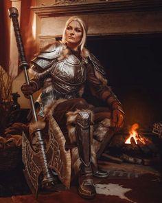 Lyris Titanborn resting after battle - Cosplay [self] : elderscrollsonline Fantasy Female Warrior, Female Armor, Female Knight, Fantasy Armor, Warrior Women, Fantasy Heroes, Fantasy Art Women, High Fantasy, Dnd Characters