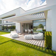 Een louvredak van aluminium in een constructie van aluminium, dat integreert natuurlijk prachtig.