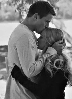 """So I guess I watch a lot of romance movies. Anyway- Channing Tatum and Amanda Seyfried - """"Dear John"""" Wedding Couple Pictures, Wedding Couples, Movie Couples, Cute Couples, Romantic Couples, Cher John, Querido John, Chaning Tatum, Forehead Kisses"""