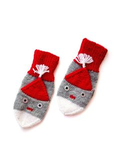 Gratis strikkeopskrift på vanter med nissehovede Knit Mittens, Mitten Gloves, Baby Booties, Baby Shoes, Knitted Jackets Women, Drops Design, Nordic Style, Kids And Parenting, Holiday Crafts
