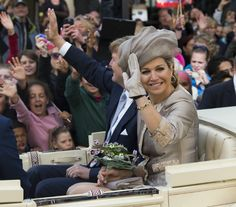 King Willem-Alexander and Queen Máxima  visit the provinces of Friesland and North Holland .