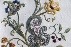 What is Crewel Embroidery? Learn with me.