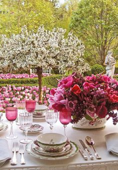 Ciao Domenica: Spring In Bloom, Table setting by Carolyn Roehm, from her home in Connecticut
