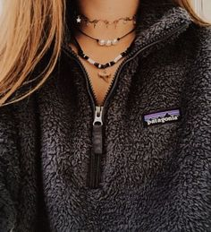 patagonia pullover We took our favorite Los Gatos deep-pile polyester recycled) fleece fabric and made a quarter-zip to keep you warm on brisk days and nights. Patagonia Pullover, Patagonia Outfit, Patagonia Brand, Patagonia Jacket, Grunge Outfits, Trendy Outfits, Cute Outfits, Fashion Outfits, Beautiful Outfits
