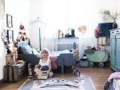 A Bohemian Chic Kids' Room Anna Malmberg, a freelance photographer, lives between Paris and Stockholm together with her fiancé and their son Sonny Lou. Casa Kids, Bohemian Kids, Vintage Bohemian, Bohemian Room, Boho Chic Bedroom, Deco Kids, Man Room, Little Girl Rooms, Kid Spaces