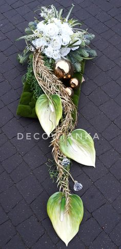 16 Awesome Ideas for DIY Christmas Decorations Art and Craft Grave Decorations, Wedding Ceremony Decorations, Flower Decorations, Christmas Decorations, Contemporary Flower Arrangements, Floral Arrangements, Funeral Flowers, Wedding Flowers, Arte Floral