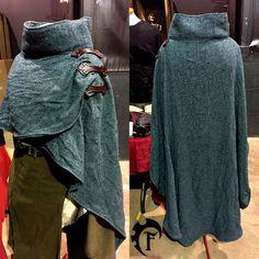 large cloak with high colar larp larper larping fantasy cape costume cosplay winter coat fantastique fabric costuming Fantasy Costumes, Cosplay Costumes, Fantasy Outfits, Fantasy Clothes, Pirate Costumes, Moda Steampunk, Mode Alternative, Mode Plus, Medieval Clothing