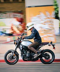 Cafe Racer Motorcycle, Moto Bike, Yamaha Bikes, Camaro Car, Cafe Racer Bikes, Moto Style, Sport Bikes, Ducati, Cars Motorcycles