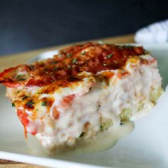 KETO - This recipe for Kentucky Hot Brown Casserole is comfort food at it's finest. It will please your entire family (including picky-eaters), but the flavors are impressive enough to serve at dinner parties . maybe with a Derby theme? Low Carb Lunch, Low Carb Dinner Recipes, Keto Dinner, Low Carb Keto, New Recipes, Cooking Recipes, Favorite Recipes, French Recipes, Mexican Recipes