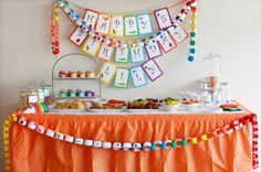 love the paper chains... might be a fun craft too.