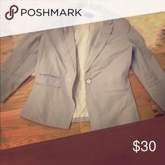 Pinstripe blazer Super cute blazer. 3/4 sleeves. Light and easy to wear and at the same time, sophisticated. Pair with jeans and heels or a-line skirt or dress. Jackets & Coats Blazers