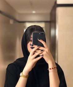 Shared by 𝑁𝑢𝑢𝑟♕. Find images and videos on We Heart It - the app to get lost in what you love. Beautiful Girl Makeup, Beautiful Blonde Girl, Beautiful Hijab, Cute Girl Poses, Girl Photo Poses, Girl Photography Poses, Mode Abaya, Mode Hijab, Hijabi Girl