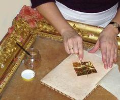 TÉCNICAS DEL DORADO Furniture Painting Techniques, Watercolor Painting Techniques, Art Techniques, Log Decor, Gold Leaf Art, Feuille D'or, Golden Design, Diy Arts And Crafts, Wooden Boxes