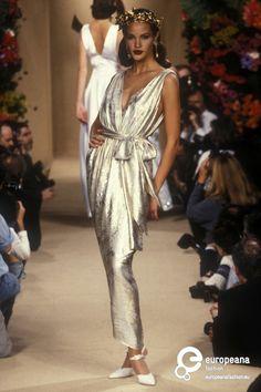 #YvesSaintLaurent, printemps été 1995, Haute Couture #Mode #lamodevintage http://www.la-mode-vintage.com/