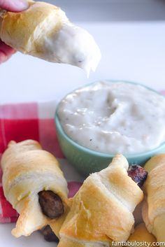 This is brilliant! An easy way to serve biscuits and gravy as a finger food for a party! Brunch and Breakfast Finger Food Recipe - Sausage Biscuit Dippers