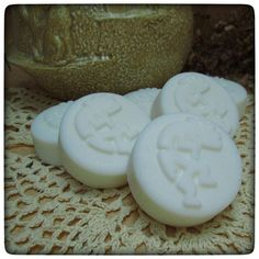 Thinking about guest soap sets and designs. I love my dragonflies but the next guest soap set I'll be doing is Earthy fragrances... and I might have to use this twee Kokopelli design...!