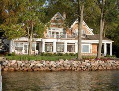 Hydrangea Hill Cottage: Indiana Beauty on Lake Maxinkuckee