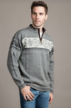 e5435541 Crafted with care from luxurious Norwegian wool, this easy-wear quarter-zip  pullover