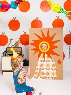 Ok ok we zullen het maar meteen toegeven, een echte photobooth is dit niet… maar leuk is ie wel! Heb je binnenkort een kinderfeestje? Denk er dan eens over na om zelf deze photobooth te maken van karton en behangpapier. Wij hadden op dit feestje het thema dieren. De leeuw en krokodil waren een...