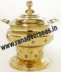 Brass Chafing Dish Mirror Finish, Corrosion resistant, Easy to clean and Perfect finish. Available Sizes :- 4 Litres, 6 Litres and 8 Litres. Applications :- Hotels , Restaurants, Caterers, Inns, Parties, Banquet Halls, Eating Outlets  Brass Chafing Dishes are also ideal gift items. An extensive range of our Brass Chafing Dishes includes superior quality Decorative Brass Chafing Dishes that are fabricated from supreme quality metals. Our entire range of these