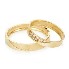 ALIANÇAS OURO AMARELO E DIAMANTE ONE LOVE - PAR DE ALIANÇAS (VIVARA) Wedding Ring With Name, Matching Wedding Rings, Engagement Rings Couple, Couple Rings, Gold Hand Ring, Couples Ring Tattoos, Couple Ring Design, Diamond Rings, Gold Rings