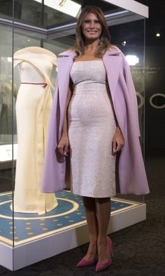 First Lady Melania Trump unveiled the exhibition of her Hervé Pierre Inaugural Ball gown as part of the First Ladies Collection at the Smithsonian National Museum of American History in Washington, DC. Trump Melania, First Lady Melania Trump, Milania Trump Style, First Ladies, Blue Bridesmaid Dresses, Wedding Dresses, Designer Gowns, Royal Fashion, Fashion Outfits