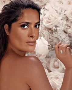 """Salma Hayek Official Fan Page hat ein Foto auf Instagram gepostet: """"turns out i found my ideal filter 👑💕🌻. #salmahayek #salmahayekpinault #Queen #usa #UK #Idol #Paris…"""" • 4,525 Fotos und Videos in seinem/ihrem Profil ansehen. Salma Hayek, Idol, Fan Page, Paris, Filters, Photoshoot, Actresses, Photo And Video, Portrait"""