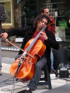 Cellist busker Buenos Aires