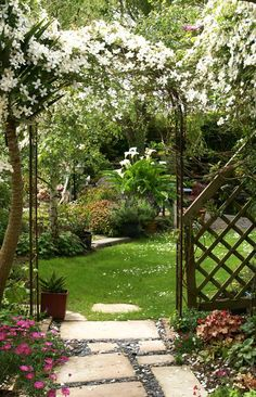 Examining new patio ideas and concepts can be both entertaining and interesting. There are some different ideas that you can find them all. Bird Bath Garden, Love Garden, Garden Care, Landscaping With Rocks, Backyard Landscaping, California Garden, Nature Plants, Garden Trellis, Plantar