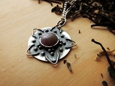 Sterling Silver Mandala Pendant / Silver Agate por PuntoPausa