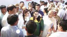 Juhi Chawla Inaugurating The Blood Donation Camp With The Mayor 1