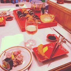 That kind of lunch with him #couple #love #lunch #healthy #sushis #homemadesushis #tataki #tuna #shrimp #wine #happy by cathfrigon
