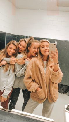 Outfits That Looks Very Good Doesn't Matter, How Bad You Are Best Friend Fotos, My Best Friend, Best Friends, Cute Friend Pictures, Cute Photos, Bff Pics, Surfergirl Style, Best Friend Photography, Cute Friends