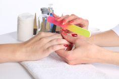 Unhas! – Você cai nos mitos para fazer o esmalte durar mais? - Acesse: https://pitacoseachados.wordpress.com -  Blog Pitacos e Achados! -  Acesse: https://pitacoseachados.wordpress.com-  #pitacoseachados