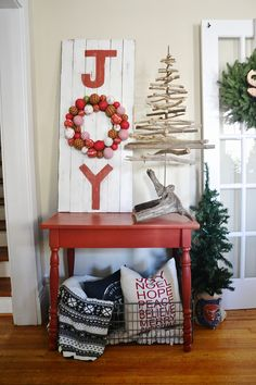 Liz Marie Blog teaches you how to make this #DIY painted piece to add to your home decor! Featured #BehrPaint color: Antique Red S-H-190
