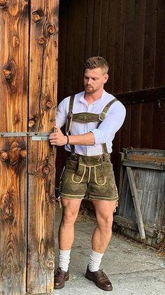German Men, Herren Outfit, Lederhosen, Men In Uniform, Male Beauty, Men Looks, Suspenders, Beautiful Men, Hot Guys
