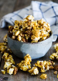 How to make salted pecan caramel popcorn by Erica Kastner! Mmmm. I want some now!