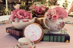 Todo con las flores: decorar, crear, degustar, cuidar...................: Ponemos flores en las tazas para crear un espacio exclusivo